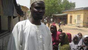 Moustapha tient un commerce à quelques mètres de la frontière nigériane dans la ville d'Amchidé. «Boko Haram ouvre souvent le feu sur les hommes en tenue côté nigérian. On ne sait pas ce qui se passe, on voit des gens tués. On a peur.»