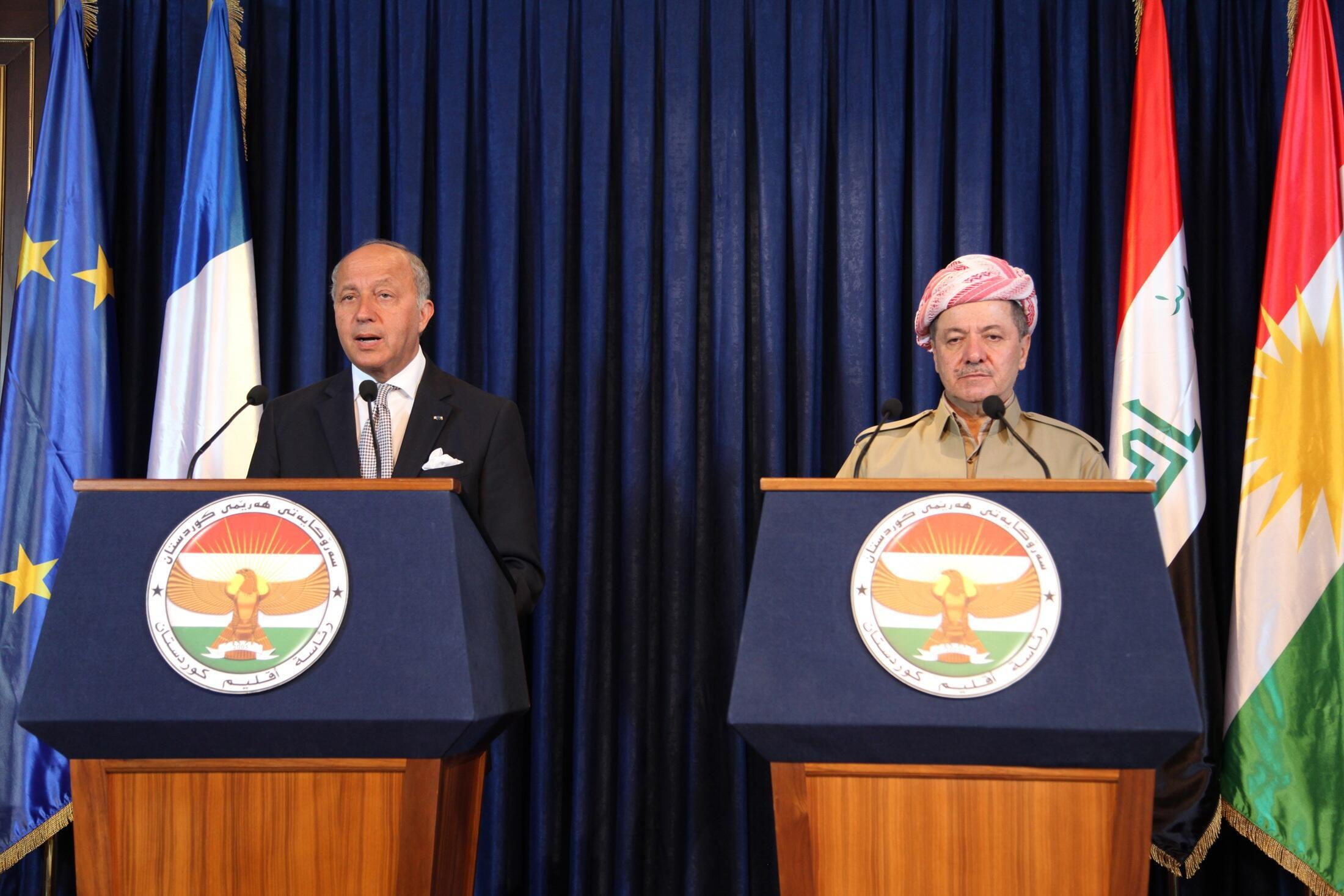 Ngoại trưởng Pháp Laurent Fabius (T) trong cuộc họp báo chung với Tổng thống Irak Masoud Barzani, người Kurdistan, tại Erbil, bắc Bagdad, 10/08/2014