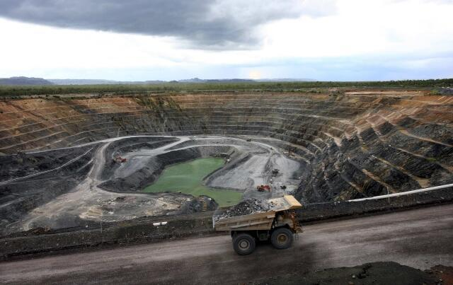 Une mine d'uranium.