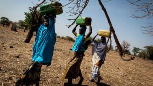 C'est pas du vent - femmes - eau - Burkina Faso_Samuel Turpin_C'est pas du vent
