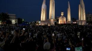 Thaïlande: des milliers de manifestants anti-gouvernement dans la rue