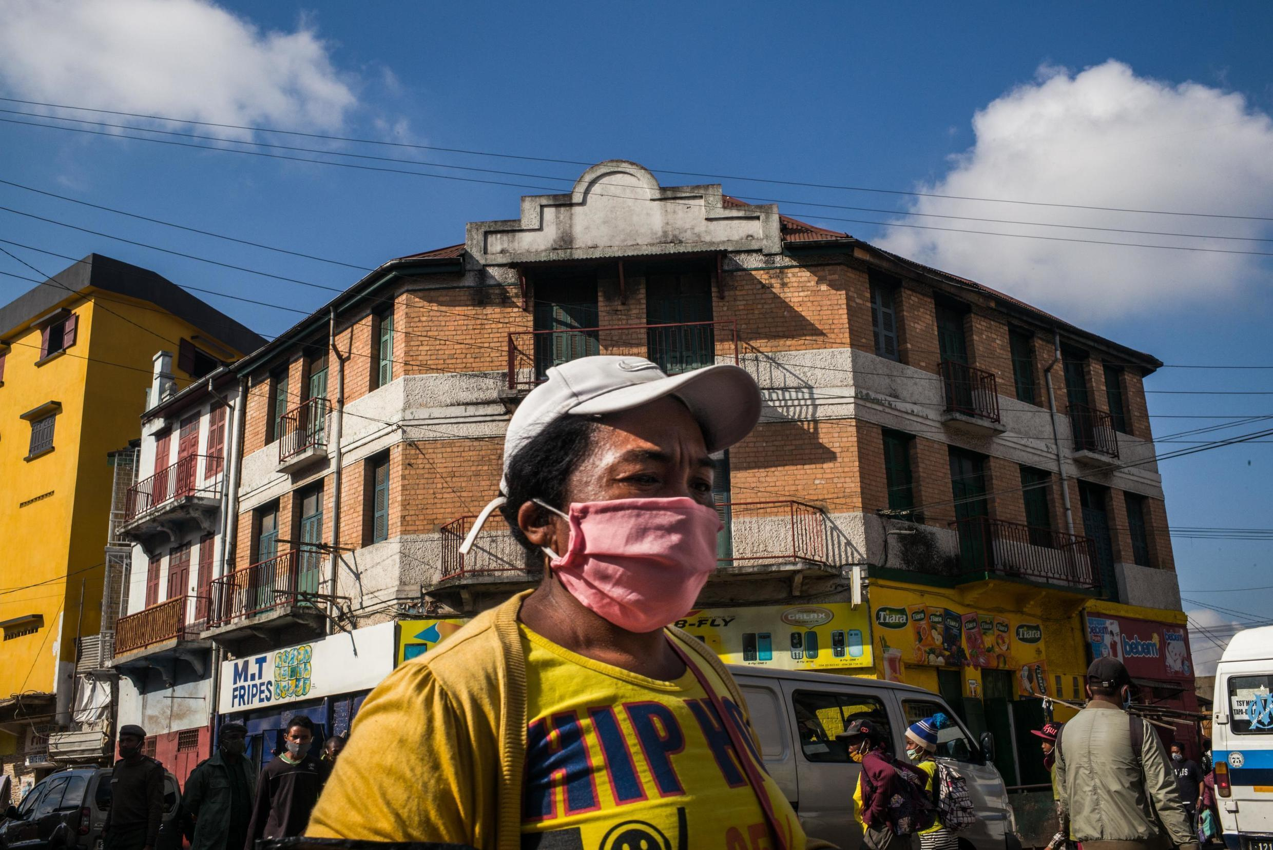 On the streets of Antananarivo in Madagascar, people are wearing masks due to Covid-19 that has hit the island.