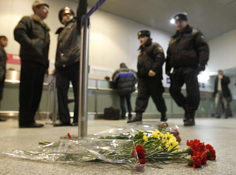 Homenagem as vítimas do atentado suicida no aeroporto de Moscou