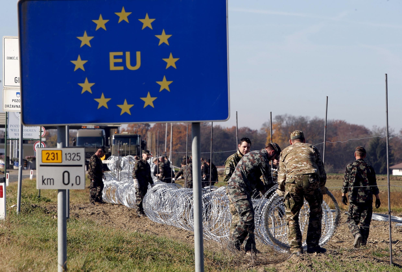 Angela Merkel diz que encerrar rota dos Balcãs não é solução