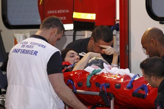 De volta à França nesta sexta-feira, a jornalista Edith Bouvier, com uma dupla fratura no fêmur, seguiu diretamente para um hospital militar.