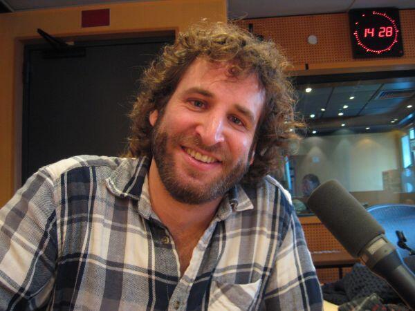Marcos Crotto, premio de cuento Juan Rulfo, en los estudios de RFI el 13 de diciembre de 2011