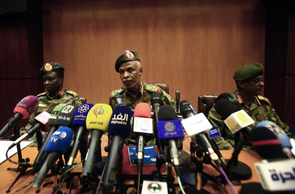 Lieutenant General Omar Zain al-Abdin (C), the head of the new Sudanese military council's political committee, addresses a press conference on April 12, 2019 in the capital Khartoum, one day after Sudan's army ousted the Arab-African country's veteran pre