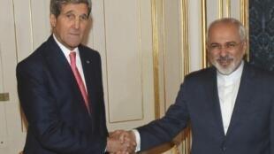 美國國務卿克里與伊朗外長紮里夫在維也納談判