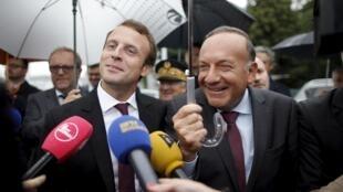 O ministro da Economia, Emmanuel Macron, participa de encontro com o presidente da entidade patronal Medef, Pierre Gattaz.