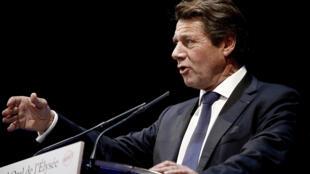 Après le départ du maire de Toulon, c'est au tour de Christian Estrosi de rompre avec sa famille politique.