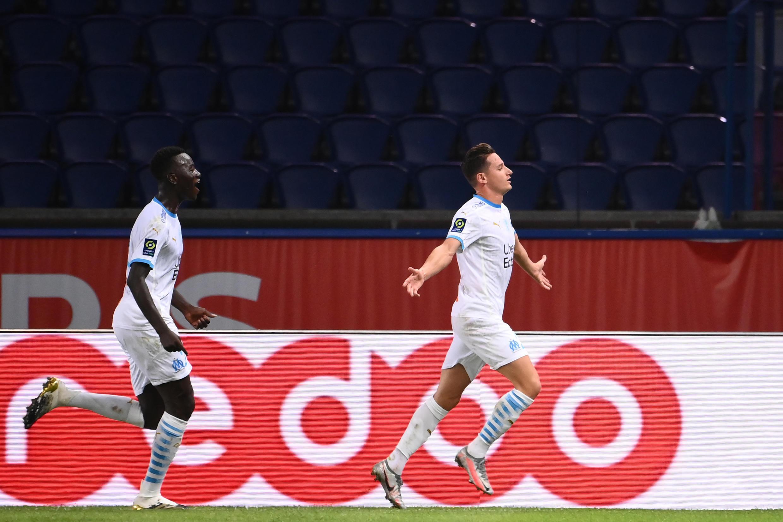 Florian Thauvin (R) celebrates his winner against PSG