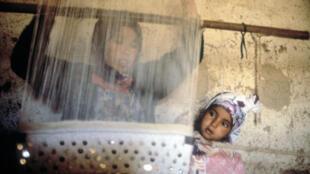 Au Maroc, la discrimination des mères célibataires, pousse souvent celles-ci à la mendicité ou à la prostitution.