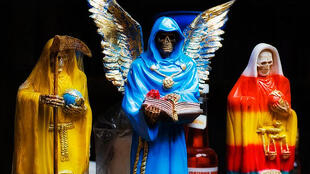 Efigies de la Santa Muerte en un mercado de Pátzcuaro, Estado de Michoacán, México.