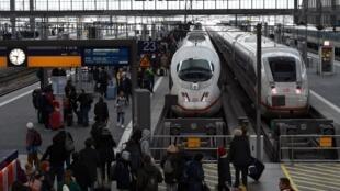 Passagers en attente à la gare centrale de Munich (image d'illustration).