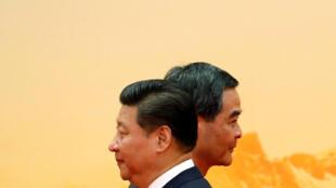 中国国家主席习近平和香港特首梁振英。