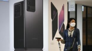 Samsung compte sur la reprise des échanges commerciaux après la crise sanitaire pour retrouver sa place de numéro 1 des smartphones.