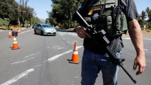 Полиция Сан-Диего на около синагоги в калифорнийском городе Поуэй