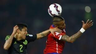 Chile e México empataram em 3 a 3 no estádio nacional de Santiago.