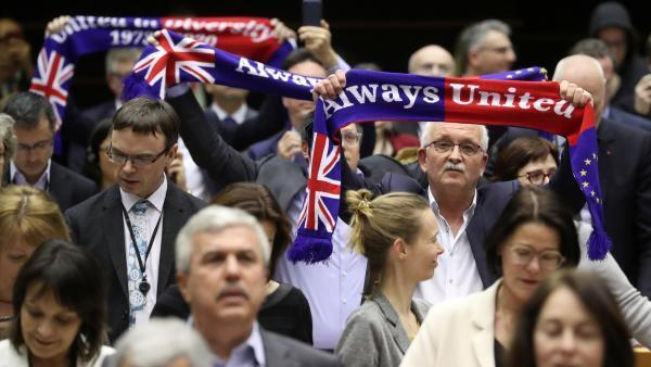Réactions au Parlement européen après le vote, le 29 janvier 2020.