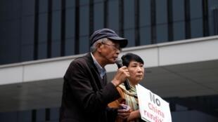 Chủ hiệu sách ông Lâm Vinh Cơ (Lam Wing-kee) phát biểu trong một cuộc biểu tình ở Hồng Kông, ngày 31/03/2019