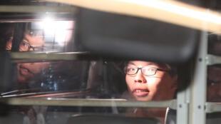 香港青年三杰之一黄之锋8月17日香港高院判囚禁后被囚车送往监狱