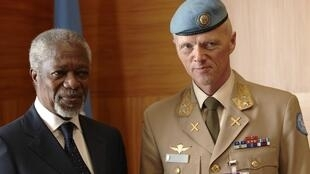Kofi Annan, enviado especial da ONU à Síria (e) e o major norueguês Mood (d), que vai liderar a missão de planejamento que chega a Damasco em breve, em foto desta quarta-feira, em Genebra.