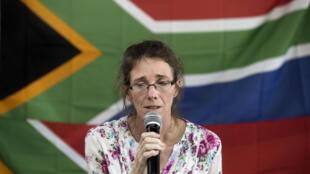 Johannesbourg, le 16 janvier 2014. Yolande Korkie, épouse de Pierre Korkie, tenait une conférence de presse pour appeler à la libération de son mari.