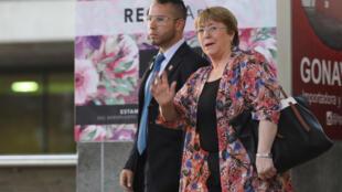 میشل بشله، رئیس جمهوری سابق شیلی و کمیسر عالی سازمان ملل متحد در امور مربوط به حقوق بشر، روز چهارشنبه ۱۹ ژوئن/۲۹ خرداد وارد کاراکاس، پایتخت ونزوئلا، شد.