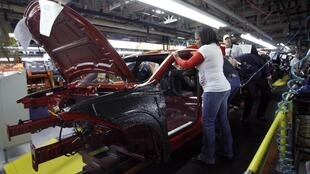 O setor automobilístico contribui para a queda do desemprego nos Estados Unidos.