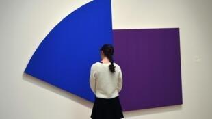 « Purple Panel with Blue Curve » d'Ellsworth Kelly à New York, en 2017.