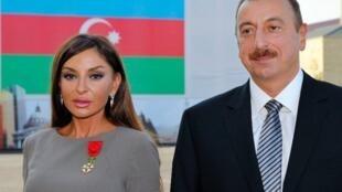Ильхам Алиев с супругой Мехрибан после награждения ее Николя Саркози орденом Почетного Легиона 07/10/211 (архив)