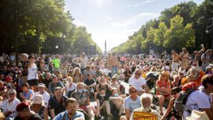 Manifestação em Berlim no dia 1 de agosto de 2020 contra as restrições de controle do coronavírus