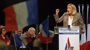 Marine Le Pen, lors du meeting de Six-Fours Les Plages, le 16 mars 2015.
