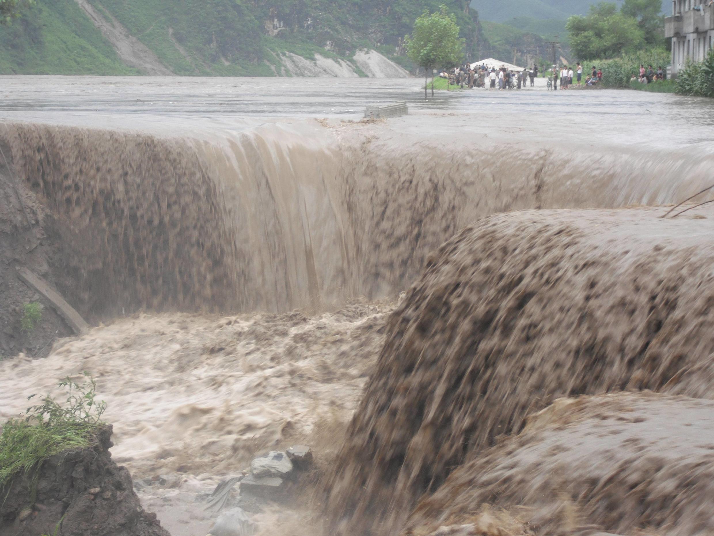 Сильнейшие ливни и тайфун в Северной Корее привели к наводнениям многочисленным разрушениям. Фото 24/07/2012