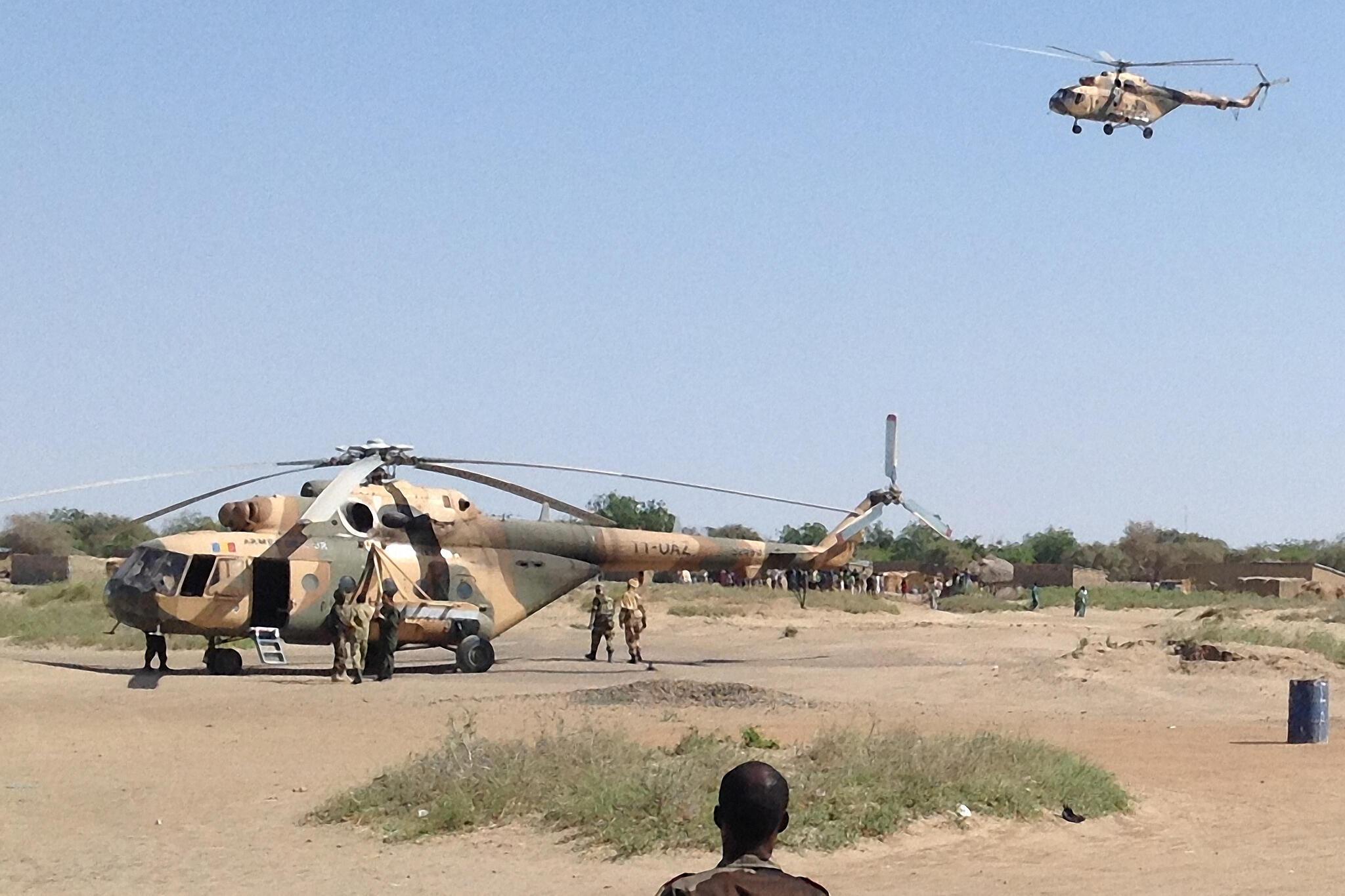 Helikopta za jeshi la Chad zikipiga kambi karibu na mji wa Gamboru.