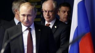 Le président russe Vladimir Poutine (g.)et le président du Conseil européen Herman Van Rompuy, à Bruxelles, le 28 janvier 2014.