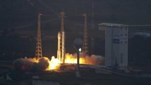 Lancement de la fusée européenne Vega à Kourou, en Guyane française.