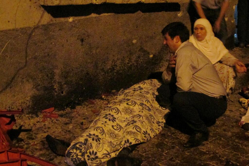 Tại địa điểm xảy ra vụ khủng bố, ngày 20/08/2016, ở Gaziantep, thành phố giáp với biên giới Syria.