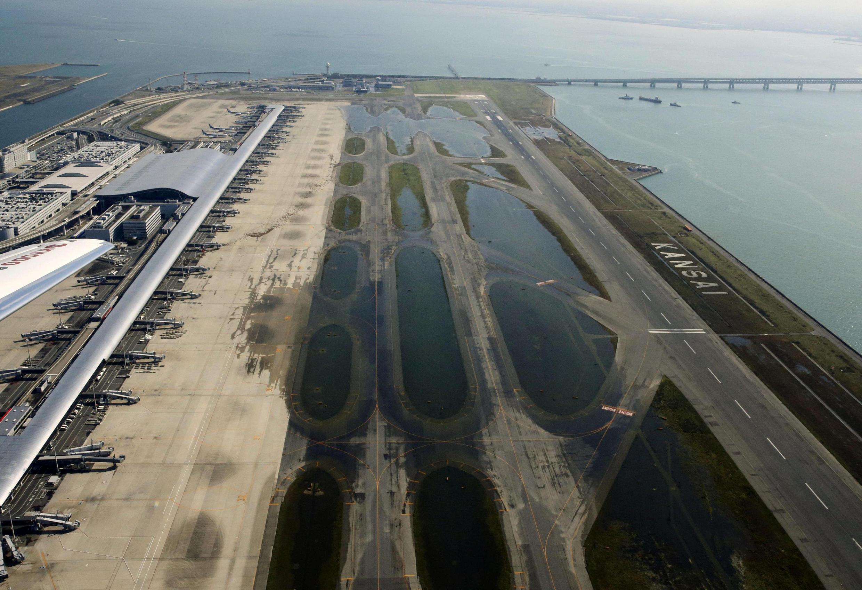 La piste de l'aéroport d'Osaka a été inondée par Jebi.