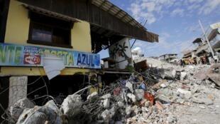 Un restaurant de Pédernales en Equateur photographié le 19 avril 2016, après le séisme.