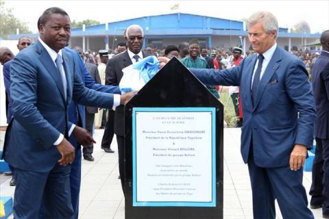 Le président togolais Faure Gnassingbé (G) et Vincent Bolloré (D) inaugurent la première Blue Zone à Lomé.