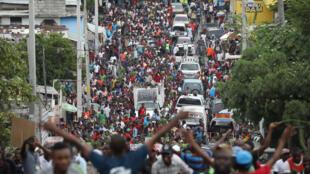 Ils étaient près de 2 000 employés à manifester dans les rues. Port-au-Prince, le lundi 26 juin 2017.