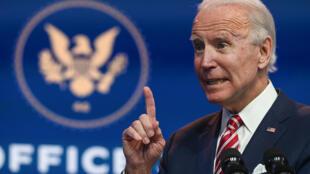 El presidente electo de Estados Unidos, Joe Biden, responde a las preguntas de la prensa de The Queen en Wilmington, Delaware, el 16 de noviembre de 2020
