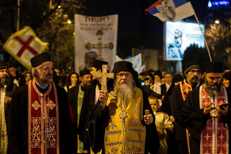 Le clergé de l'Église orthodoxe serbe du Monténégro mène une marche de protestation contre la nouvelle loi sur les religions à Podgorica, Monténégro, le 2 février 2020.