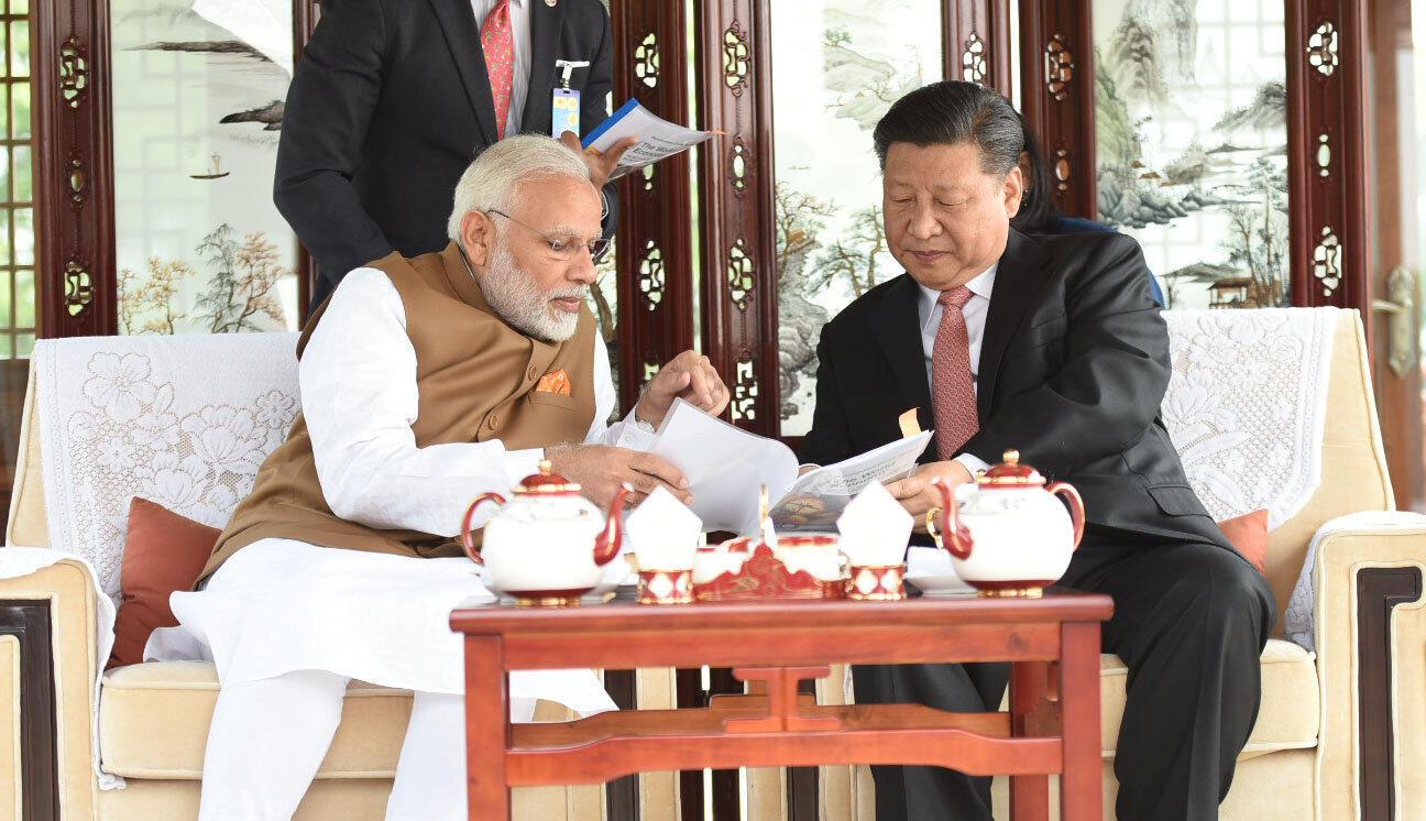 圖為中國國家主席習近平與印度總理莫迪2018年4月28日上午在武漢東湖會談
