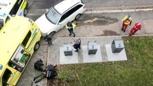 Homem armado que atropelou várias pessoas no norte de Oslo nesta terça-feira (22) foi preso pela polícia.