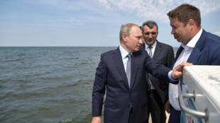 Tổng thống Nga Vladimir Poutine tới thăm hồ Baïkal, ngày 04/08/2017 và yêu cầu bảo vệ hệ sinh thái trong hồ.
