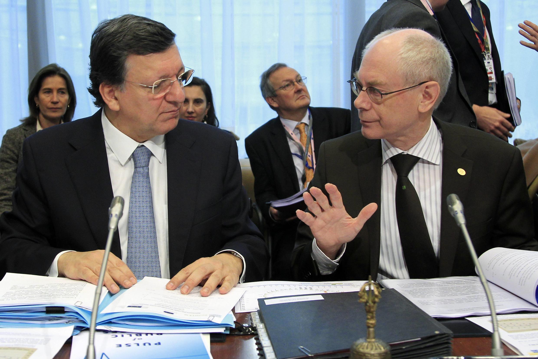 Глава еврокомиссии Жозе Баррозу (слева) и председатель ЕС Херман ван Ромпей