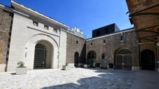 Entrada de la Prisión de la Santé, en París.