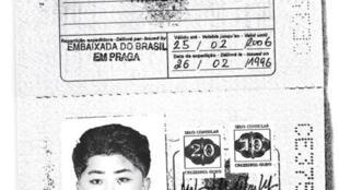 Hãng tin Anh Reuters có bản sao hộ chiếu Brazil của nhà lãnh đạo Bắc Triều Tiên Kim Jong Un nhưng với tên giả.